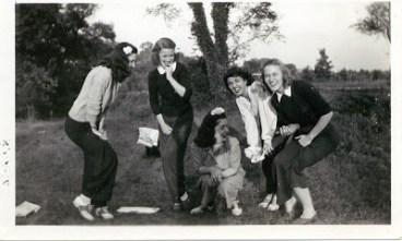guard - Guard Your Daughters de Diana Tutton 5-sisters.jpg?zoom=1