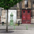 Fontaine Wallace verte, Place Mitchell, Bordeaux.