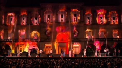 A la base, l'évènement filmé pour les besoins de la pub Contrex a eu lieu à Paris en 2012.