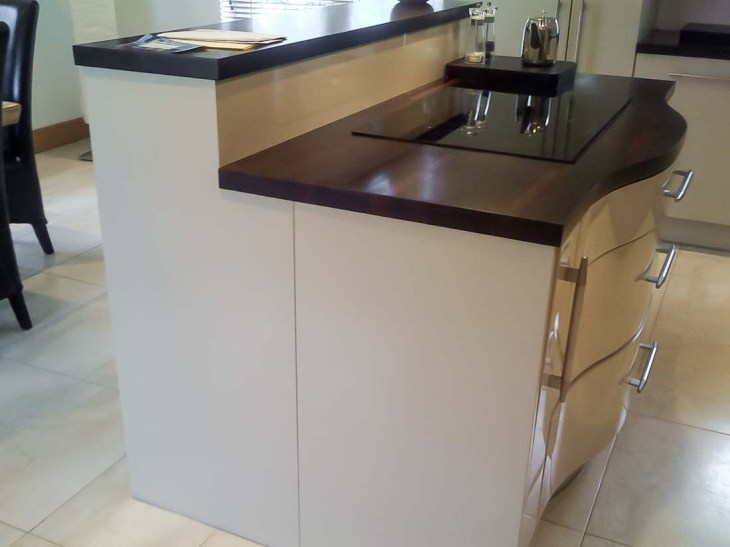 Cream-High-Gloss-Kitchen-2-Stylecraft-Kitchens-and-Bedrooms-Cork