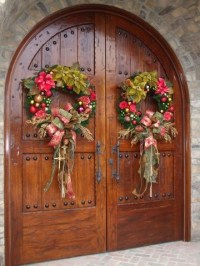 Create a Warm Welcome - 22 Festive Christmas Front Door ...