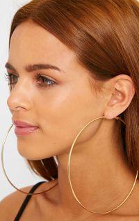 Appropriate keeping of big hoop earrings - StyleSkier.com