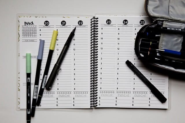 Things College Kids Need to Stay Organized - Suburbia Unwrapped - college planner organization