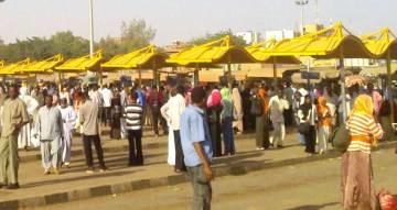 الخرطوم توفر خطوط نقل مجانية للمواطنين بين المواقف الثلاث
