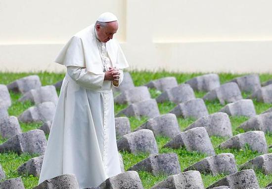 """سكرتيرة البابا الحامل أصلها حبشي وجدوها """"جثة"""" بشقتها"""