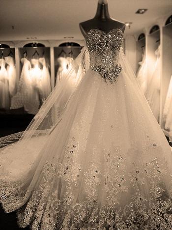 ميريام كلينك تفوز بمسابقة الفستان الاكثر عريا فى حفلات رأس السنة + صورة