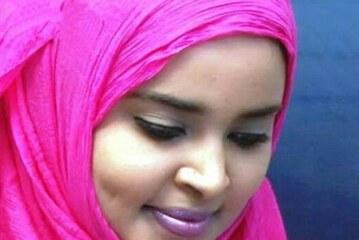 بالصورة.. المذيعة السودانية ميسون عبد النبي تنافس لوحة الموناليزا بسبب ابتسامتها الصباحية
