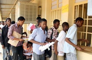 إغلاق نوافذ استخراج الشهادة السودانية وضرب الطلاب بالسياط