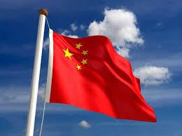 طرد معلم في الصين بعدما حول طالبين إلى مسند لقدميه + صورة