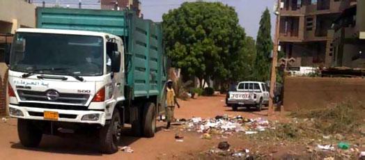 هيئة النظافة تلوح بمقاضاة مخالفي ضوابط نقل النفايات
