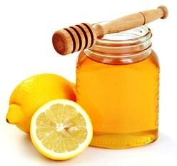 تناول عصير الليمون الساخن يخلصك من الدهون