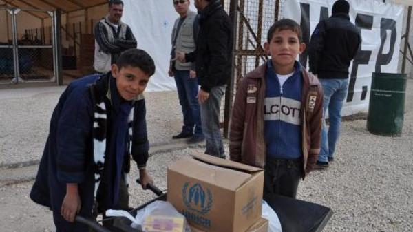 تركية تطعم 35 طفلا سوريا بمطعم وتهرب