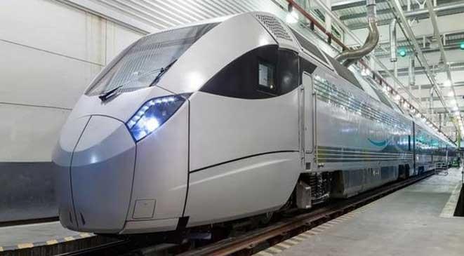 بالصور: السعودية تستعد لإطلاق قطارها التجريبي في يونيو