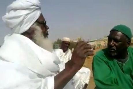 بالفيديو : شيخ أبوزيد يشرف علي حفر قبره بنفسه مع عابدين درمة !
