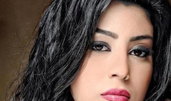 آيتن عامر تشارك جمهورها الرأي في دعوة زفافها