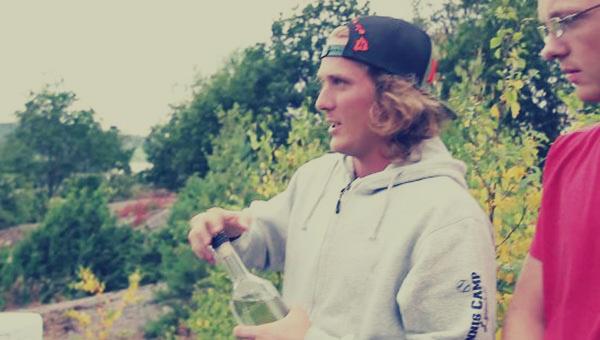 بالفيديو: شاهد ماذا يحدث حين تضع زجاجة مياه في الميكروويف؟