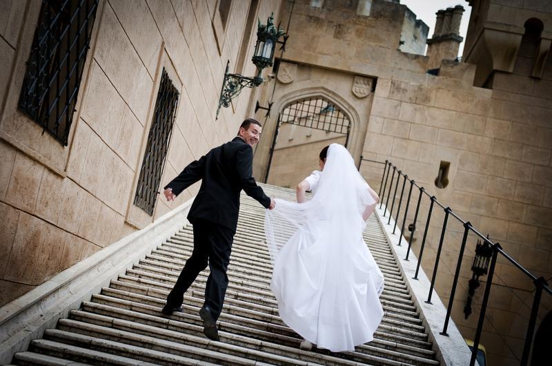 شاهد .. ماذا فعل عريس بعد اكتشاف تبديل عروسه؟