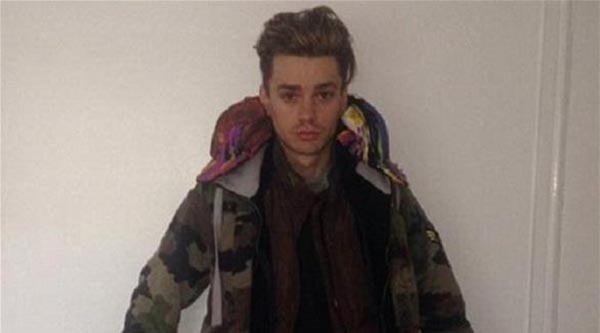 بالصور: شاب يرتدي جميع ملابسه في الطائرة ليتجنب رسوم الحقيبة