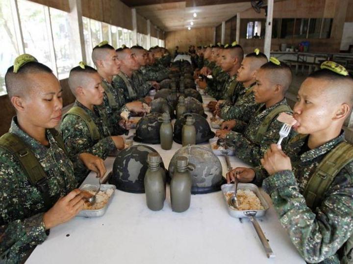 شاهد بالفيديو.. تدريبات قاسية لجنود صينيين