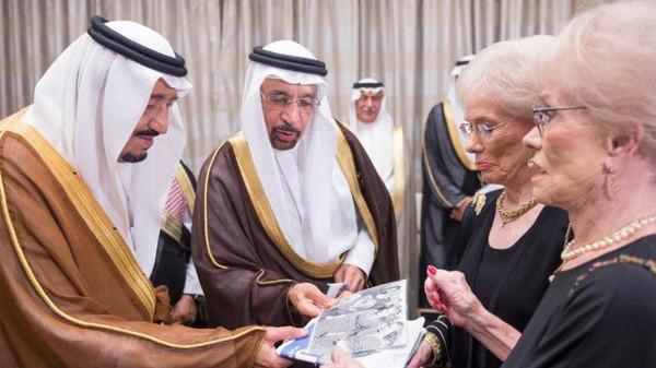 """بالصور : من هما """"الضيفتين"""" التي دعاهما الملك سلمان إلى مأدبة في واشنطن"""