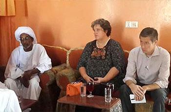 دبلوماسيان أوروبيان يزوران أسر ضحايا سبتمبر بالخرطوم