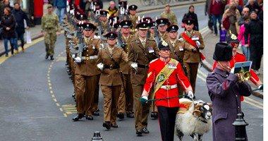 بالصور.. مراسم ترقية خروف بالجيش البريطانى من عريف لرتبة رقيب