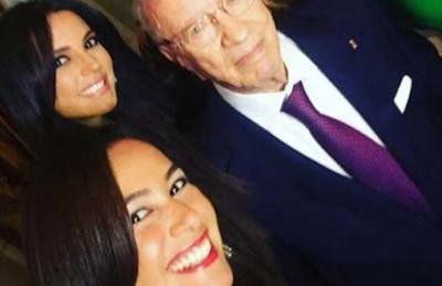 """لطيفة ودرة وهند صبرى يلتقطن """"سيلفى"""" مع الرئيس التونسي أثناء زيارته لمصر"""