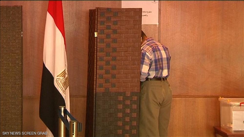 المصريون بالخارج يصوتون لاختيار برلمان جديد