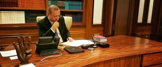"""بعد 3 أعوام.. أردوغان يرد على أوباما بمُجسم لـ""""رابعة"""""""