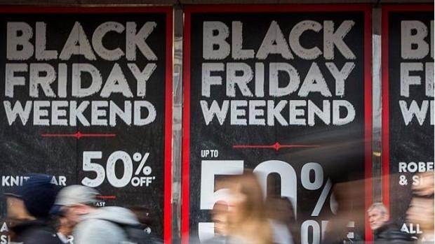 بالصور: تعرف على سبب تسمية يوم أمس بالجمعة السوداء.. ولماذا ينتظره الناس حول العالم؟
