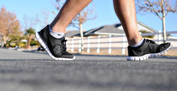 كيف تتجنب وجع القدمين الناشئ عن المشي وضغط الوزن؟