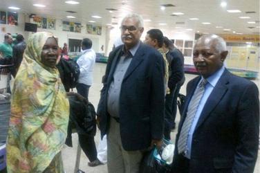 الأمن بمطار الخرطوم يواصل التدقيق في قائمة العائدين من اجتماعات باريس