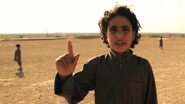 فيديو جديد لداعش.. أطفال يعدمون رهائن في سوريا