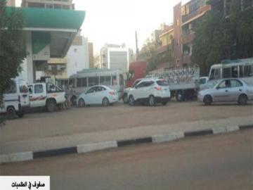 شكاوى من أزمات في البنزين والدقيق والغاز