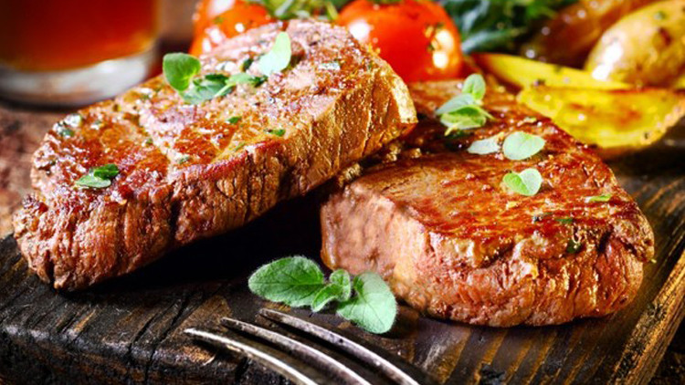 فوائد وأضرار تحدث في جسمك عند توقفك عن تناول اللحوم