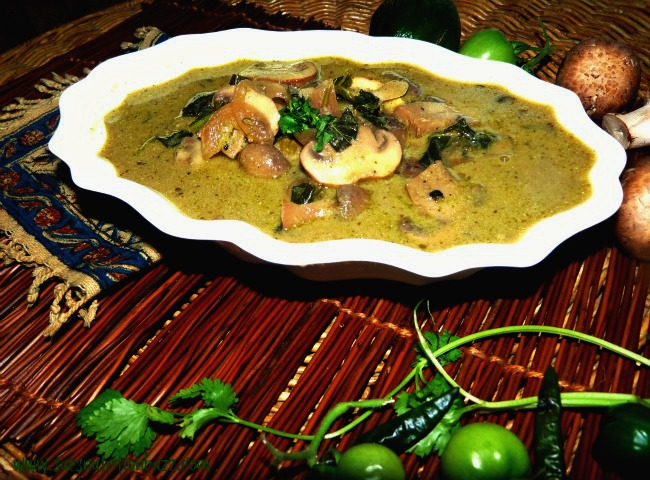 Green Curry. Thai Green Curry with Mushroom & Coconut Water
