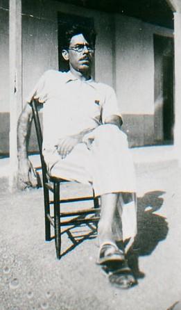 Dyonélio Machado no Pátio da Prisão de Bananeiras em 1935