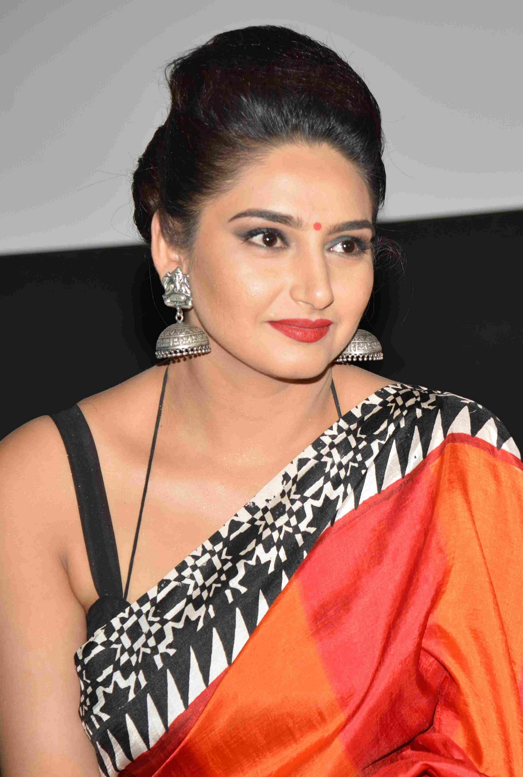 Best Bodybuilders Hd Wallpapers Ragini Dwivedi Hot Amp Sizzling Pictures Photos Amp Hd Images