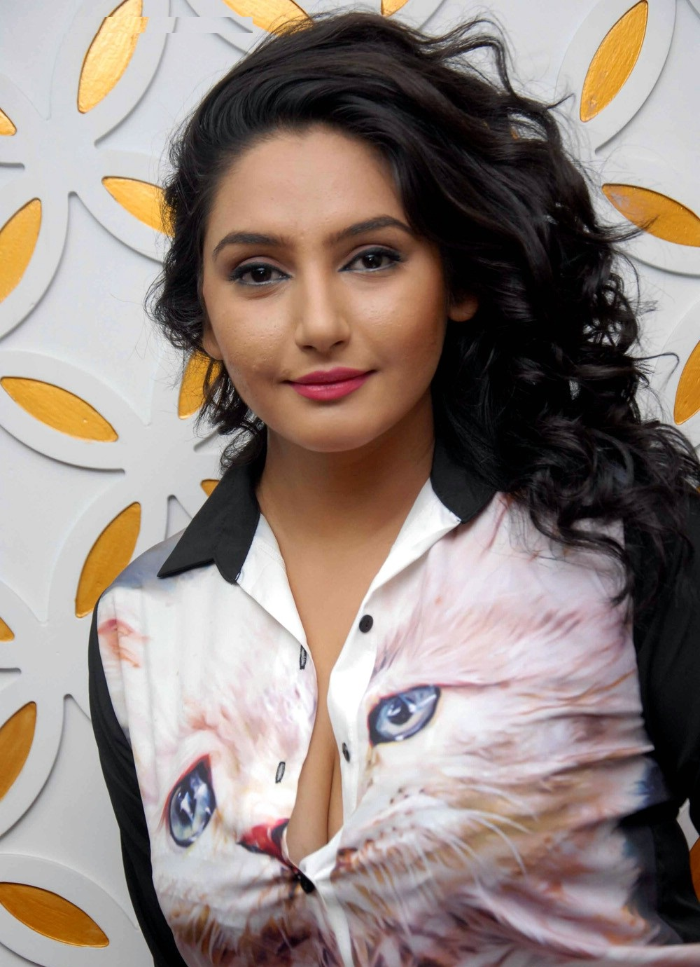 Rajput Wallpaper Hd Download Ragini Dwivedi Hot Amp Sizzling Pictures Photos Amp Hd Images