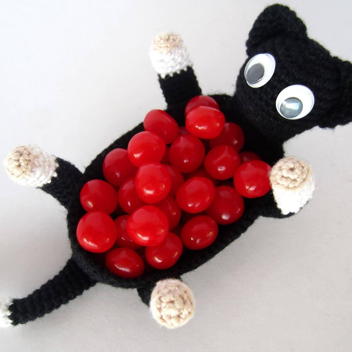 Amigurumi Nibble Cat Basket Featured Image
