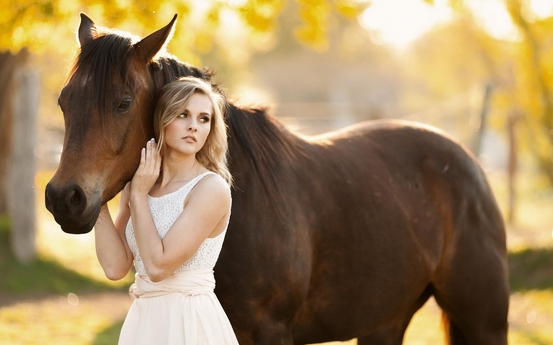 Punjabi Cute Girl Hd Wallpaper Pretty Blonde Girl And A Brown Horse Wallpaper Download