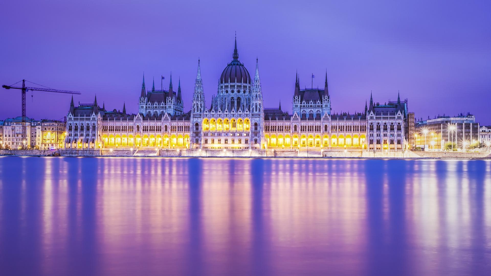 Cute Cartoon Wallpaper Download Stunning Budapest Parliament Building Lighted