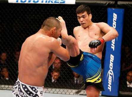 Machida (foto) assume primeira posição no ranking dos meio-pesados. Foto: Josh Hedges