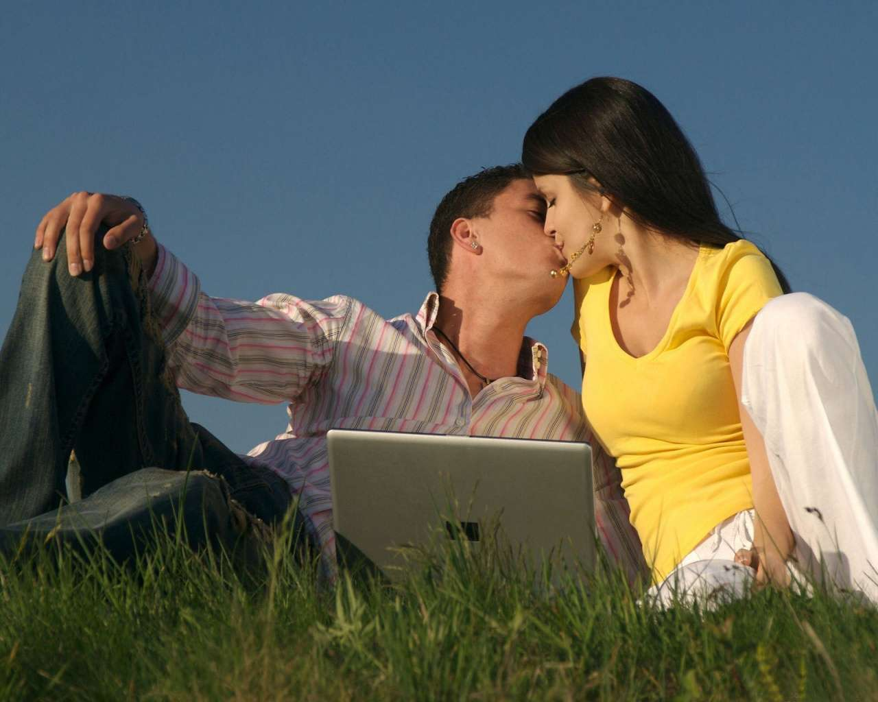 3d Couple Kissing Wallpapers Best Top Desktop Kissing Wallpapers Hd Hd Wallpapers