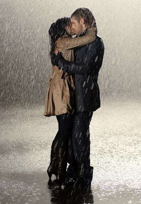Cute Rainy Weather Wallpapers Romantic Couple Hd Wallpaper 37 Hd Wallpapers