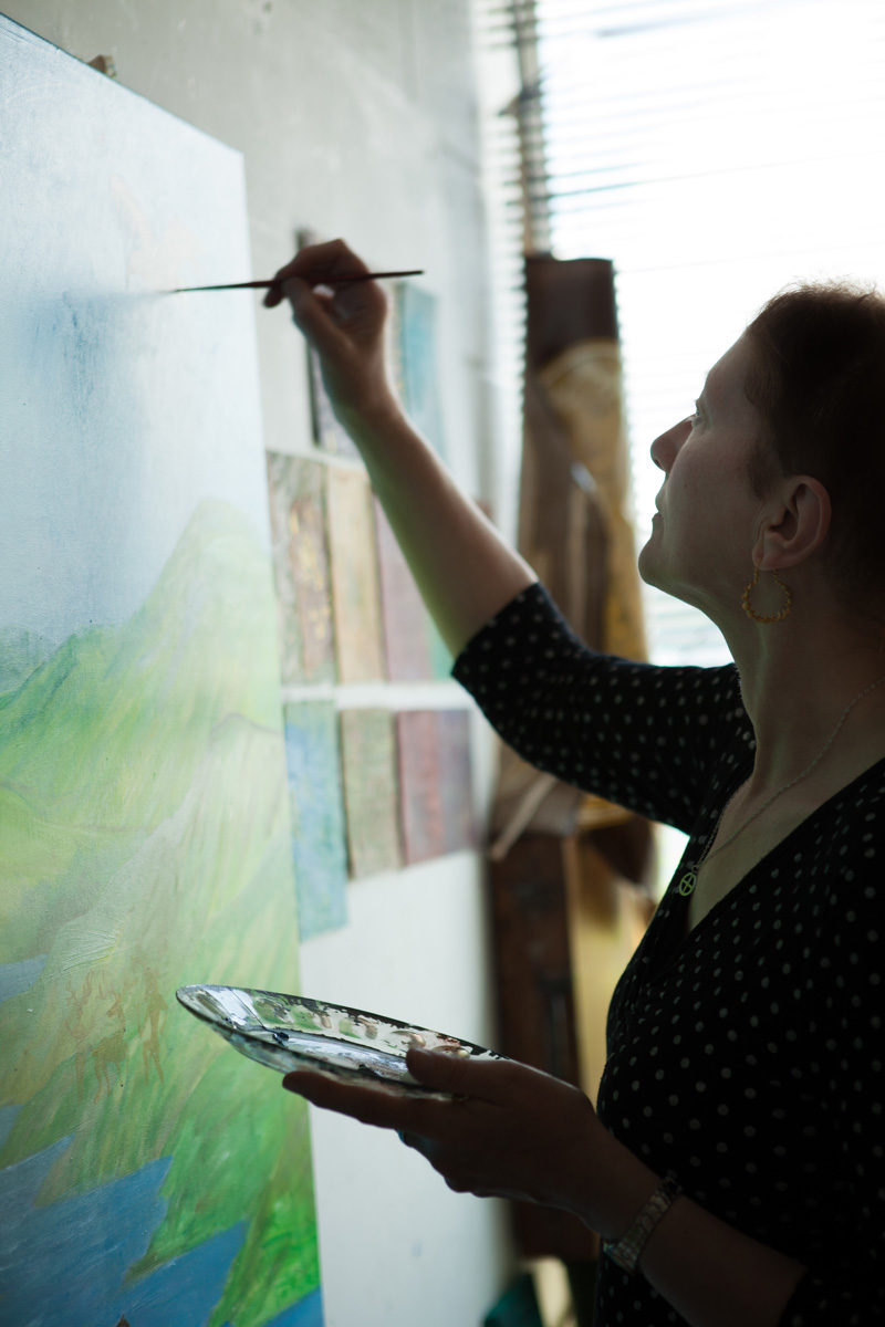 Susana North-Bates in her studio in Sheffield. Photo : © In Two Dimensions