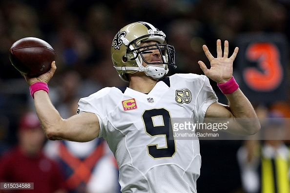 during the first half of a game at the Mercedes-Benz Superdome on October 16, 2016 in New Orleans, Louisiana.
