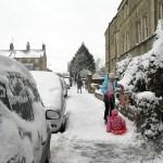 Kortbyxor och vinterjackor