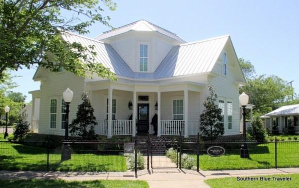 Chip & Joanna Gains' ~ Magnolia House