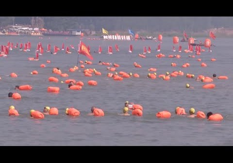 3,500 Swimmers Cross Yellow River